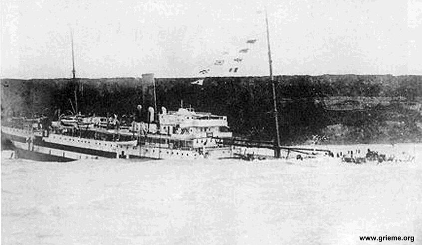Le Galeka échoué sur la côte normande près du Havre